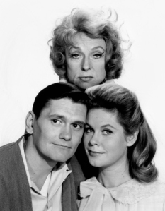 Agnes_Moorehead_Dick_York_Elizabeth_Montgomery_Bewitched_1964