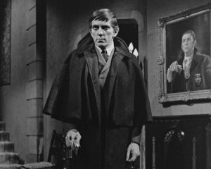 jonathan-frid-barnabas-collins-dark-shadows