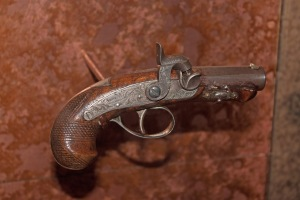 Gun_used_to_assassinate_Abraham_Lincoln_on_display_at_Ford's_Theatre,_Washington,_D.C